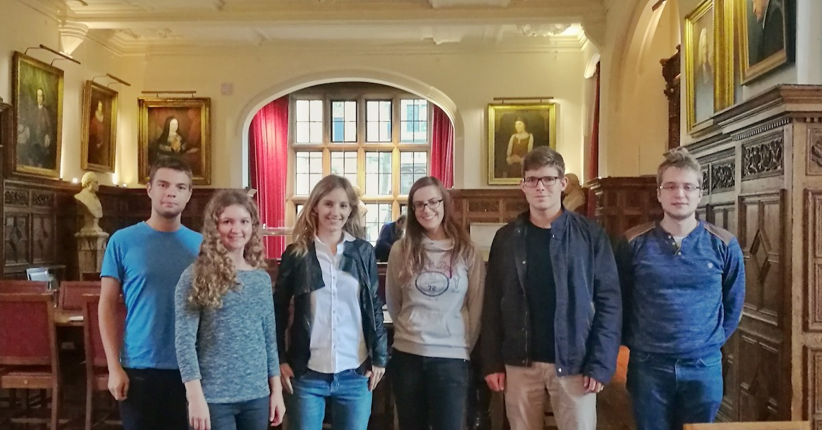Olga Malinkiewicz with students at the Cambridge University