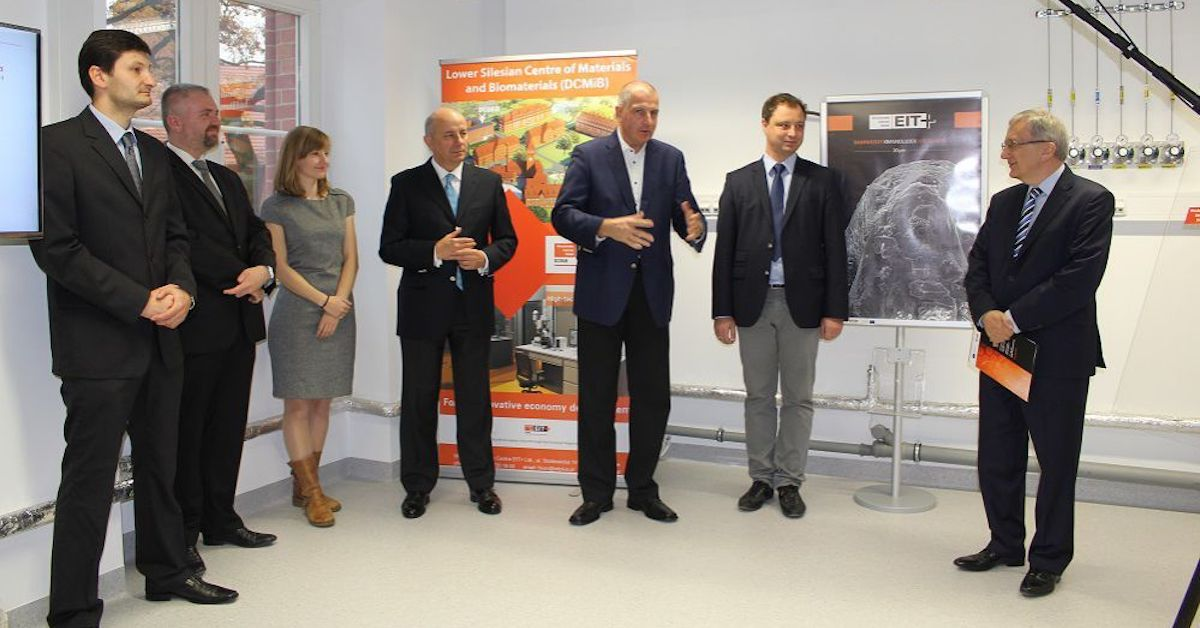 Olga Malinkiewicz with the President of Wrocław at the opening of new EIT+ laboratories