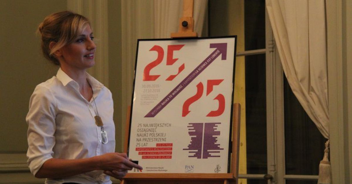 Olga Malinkiewicz speaks at the Paris station of the Polish Academy of Science